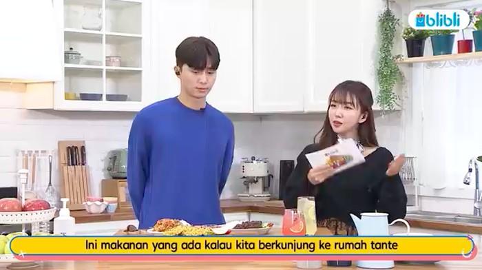 Park Seo Joon Cicip Bakwan Jagung Indonesia: Rasanya Bisa Buat Gendut!