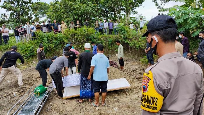Pemakaman Aipda Samsul Hadi korban kecelakaan KA Brantas Vs Mobil Patroli Polisi-TNI di Sragen, Senin (14/12/2020).