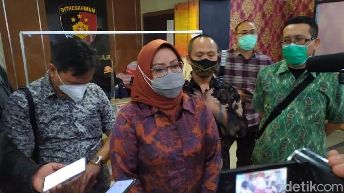 Bupati Bogor Ade Yasin usai jalani pemeriksaan di Polda Jabar.