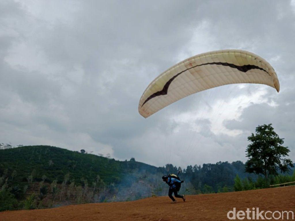 Ciamis Kini Punya Wisata Olahraga Paralayang di Bukit Pangangonan