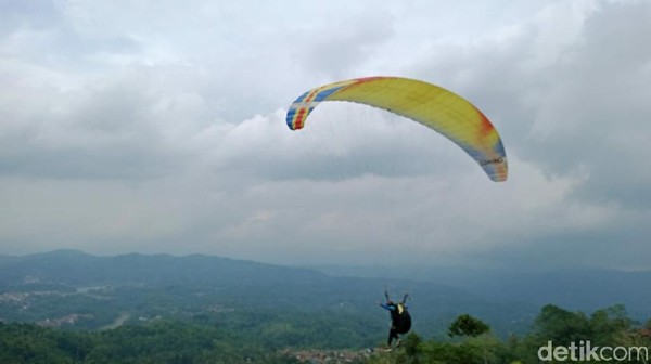 Kondisi alamnya yang asri sangat cocok untuk tempat wisata. Bisa untuk menguji adrenalin dan menikmati alam dari ketinggian. (Dadang Hermansyah/detikcom)