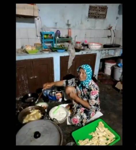 Dibalik Sukses Pesta Pernikahan, Ada Aksi Ibu-ibu Kompak di Dapur
