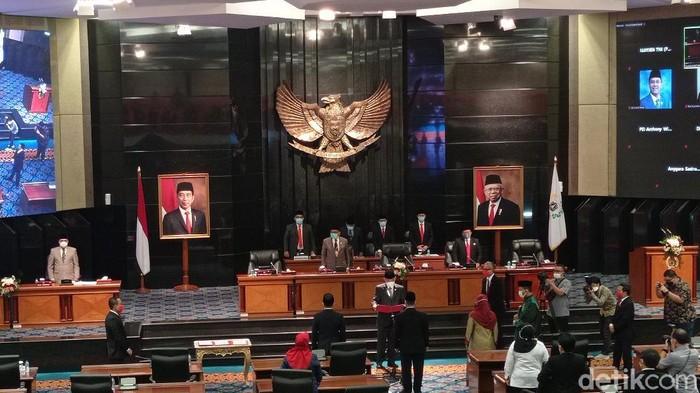 DPRD DKI Jakarta resmi melantik 3 anggota PAW (Wilda Hayatun Nufus/detikcom).