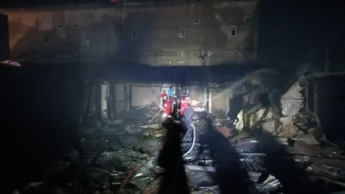 Kebakaran wisma di Tembilahan, Riau, menewaskan 6 tamu.