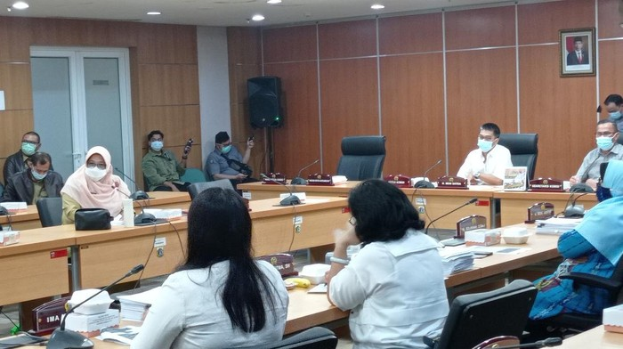 Komisi E DPRD DKI Jakarta Panggil Dinas Pendidikan DKI Jakarta untuk mengklarifikasi soal ujian Anies diejek Mega.