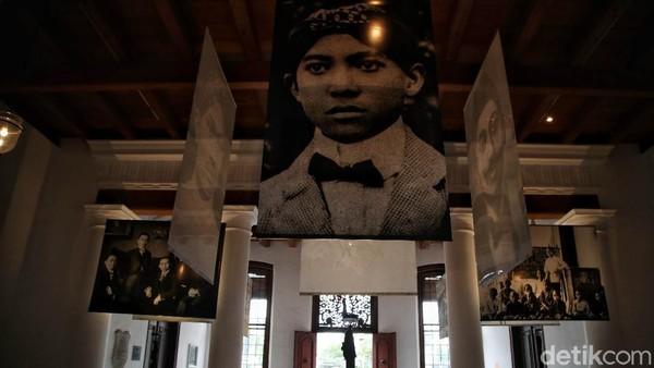 Pameran Indonesia Bergerak menceritakan kiprah bangsa Indonesia serta para tokoh dalam masa pergerakan nasional hingga menjelang kemerdekaan.