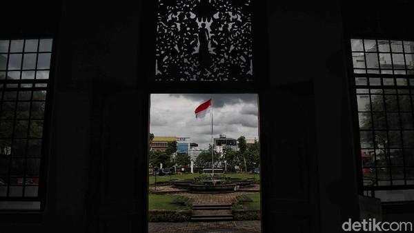 Tercatat saat ini ada sekitar 1 juta buku terkait Indonesia dan Suriname yang menjadi koleksi KITLV.