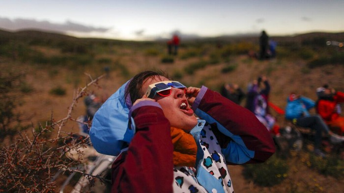 The moon moves across the sun during a solar eclipse in Piedra del Aguila, Argentina, Monday, Dec. 14, 2020. The total solar eclipse was visible from the northern Patagonia region of Argentina and from Araucania in Chile. (AP Photo/Natacha Pisarenko)