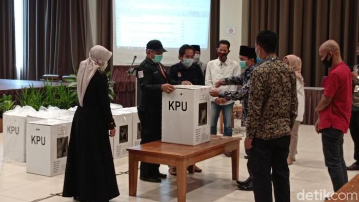 Rapat pleno rekapitulasi suara Pilbup Pangandaran.