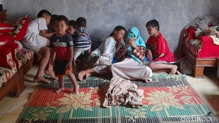 Salah satu titik pengungsian tanah gerak di Desa Suwidak, Banjarnegara, Selasa (15/12/2020).