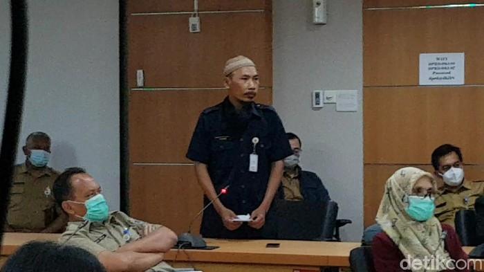 Sukirno, Guru SMPN 250 Cipete Utara, Jakarta Selatan,  yang membuat soal ujian Anies Diejek Mega.