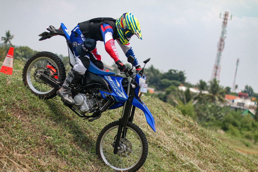 Tips riding off-road pakai WR155R