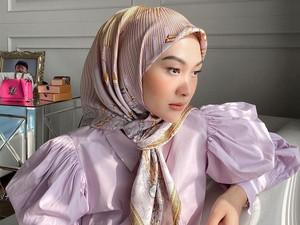 5 Tutorial Hijab Simpel dan Kekinian ala Indah Nada Puspita