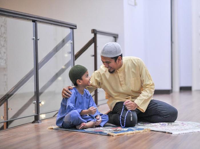 Muslim family worship during ramadhan