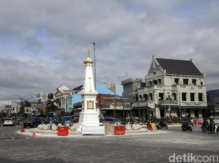Proses penataan kawasan Tugu Pal Putih, Yogyakarta, telah rampung dilakukan. Kawasan itu kini kian setelah bebas dari kabel melintang. Berikut potretnya.
