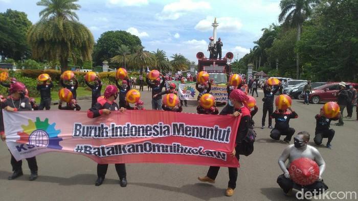 Demo Buruh di Patung Kuda tuntut batalkan UU Cipta Kerja