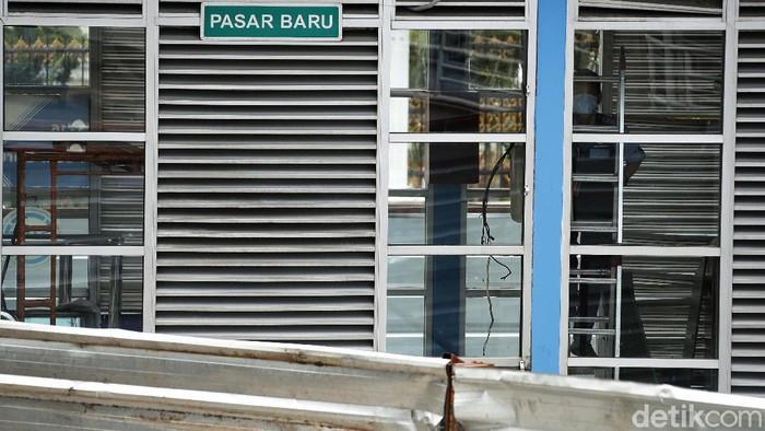 HalteTransJPasar Baru, Jakarta, ditutup sementara. Penutupan dilakukan karena halte tersebut tengah direnovasi.