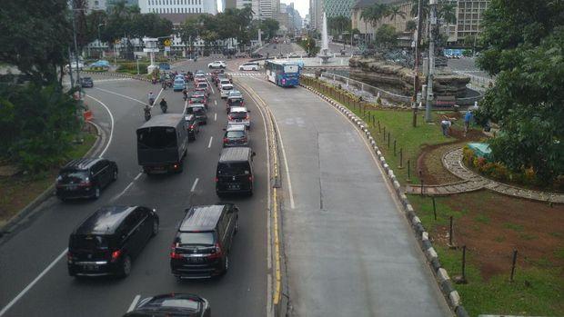 Lalu lintas di Jalan Medan Merdeka Barat