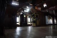 Masjid Jami memilki ulas bangunan 462 meter persegi dan berdiri di lahan seluas 1.200 meter persegi. Masjid dua lantai ini mampu menampung 1.000 jemaah.