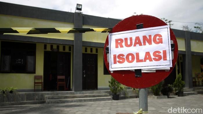 Pemerintah Desa Merdikorejo, Tempel, Sleman, Yogyakarta, menyiapkan tempat isolasi untuk pasien COVID-19. Dua psien tengah diisolasi di sini.