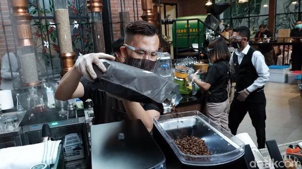 Di Kopi Jenderal ini terdapat olahan minuman biji kopi dari Sabang sampai Merauke.