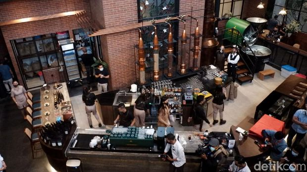 Dirut Bulog Budi Waseso luncurkan kafe Kopi Jenderal Jilid II di Bandung. Kafe itu sajikan beragam minuman olahan biji kopi dari berbagai daerah di Indonesia.