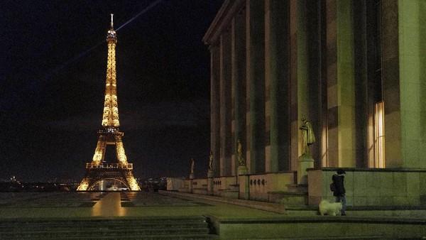 Prancis sempat menjadi negara yang paling banyak didatangi di dunia. Kerugian pariwisatanya mencapai USD 42,036 juta. (AP Photo)