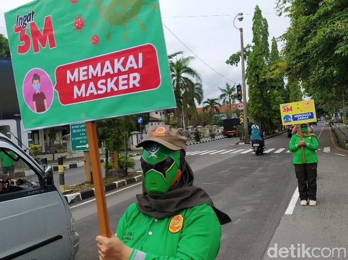 Pasukan bertopeng power ranger razia masker di Ciamis