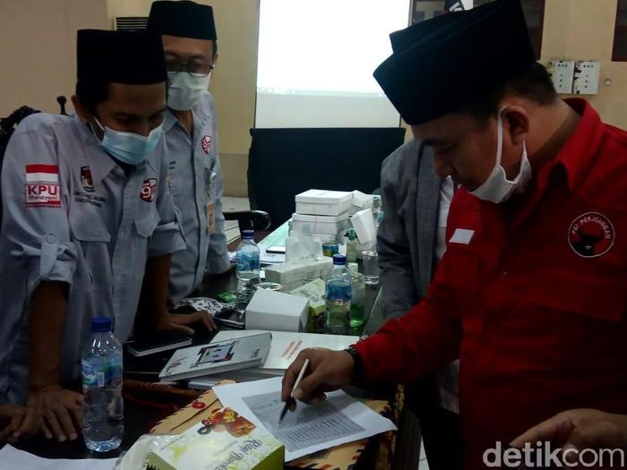 Penandatanganan hasil rekapitulasi suara Pilkada Rembang 2020, Selasa (15/12/2020) malam.