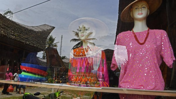 Tidak salah bila desa ini terpilih sebagai desa adat terpopuler pada ajang Anugerah Pesona Indonesia 2017.