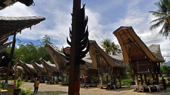 Desa Kete Kesu jadi salah satu destinasi wisata andalan Sulawesi Selatan. Di sana wisatawan salah satunya dapat melihat rumah adat suku Toraja. Penasaran?