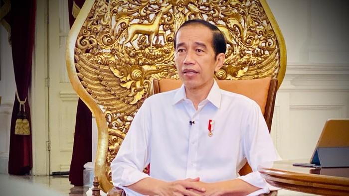 Presiden Jokowi memastikan vaksin Corona yang akan diberikan kepada masyarakat gratis. Jokowi juga siap menjadi orang yang pertama diberi vaksin Corona.