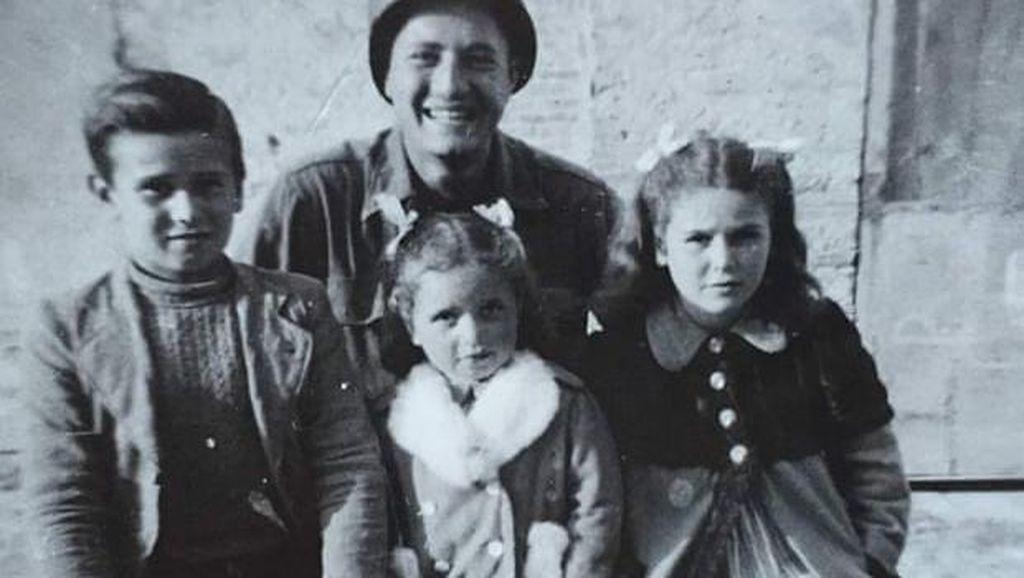 Eks Tentara AS Reuni dengan Bocah Italia yang Hampir Ditembak saat PD 2
