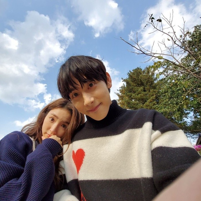 10 Potret Im Siwan Pemeran Drama Korea Run On
