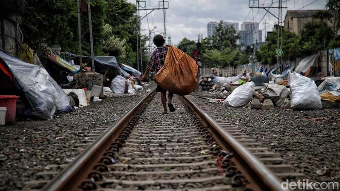 Hampir satu tahun COVID-19 telah menghantam Indonesia khususnya Jakarta. Hal tersebut membuat sejumlah dampak yang merugikan  warga khususnya di bidang perekonomian dan sosial.