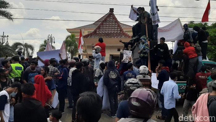 demo buruh di probolinggo
