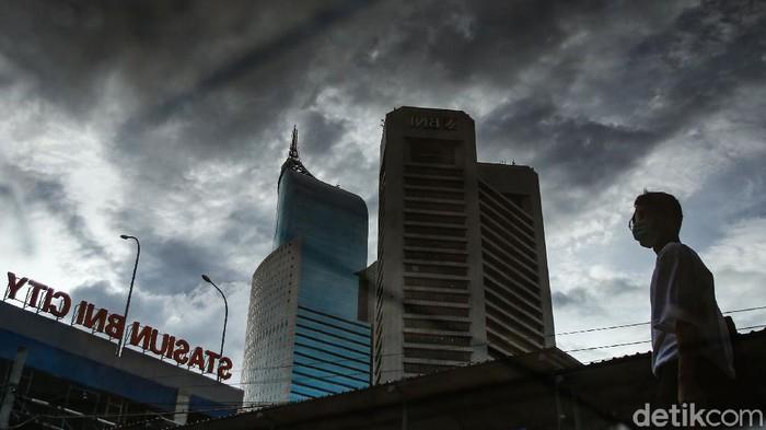 Gubernur DKI Jakarta Anies Baswedan menerbitkan instruksi dan seruan terkait Natal dan tahun baru di Jakarta. Anies menyerukan agar perkantoran menerapkan kegiatan operasional maksimal pukul 19.00 WIB dengan kapasitas maksimal 50 persen.