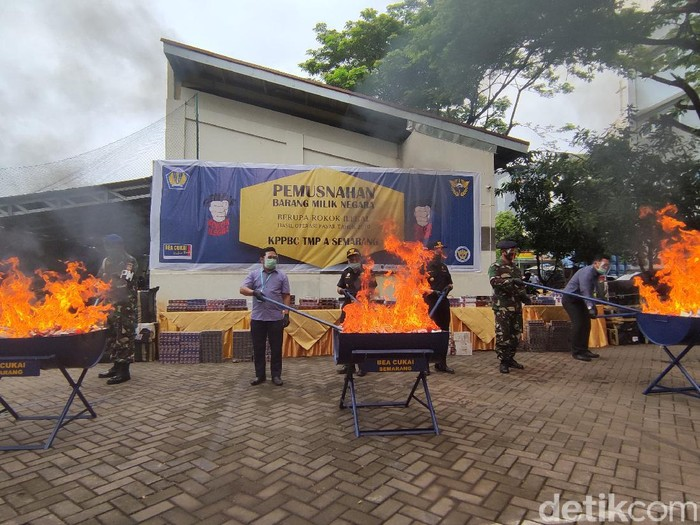 Pemusnahan barang bukti di kantor Bea Cukai Semarang, Kamis (17/12/2020).