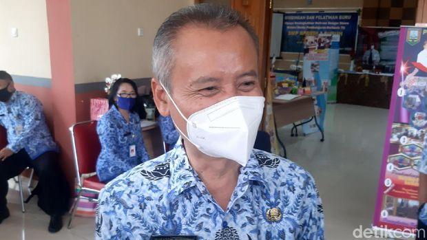 Kepala Disdikbudpora Kabupaten Semarang Sukaton Purtomo