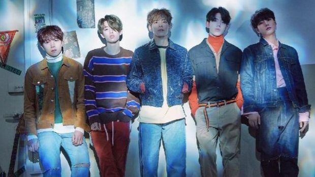 Album DAY6 'The Book of Us: Gravity' yang dirilis pada 15 Juli ini berisikan enam lagu yang cocok didengar saat musim panas. (Dok. JYP Entertainment)