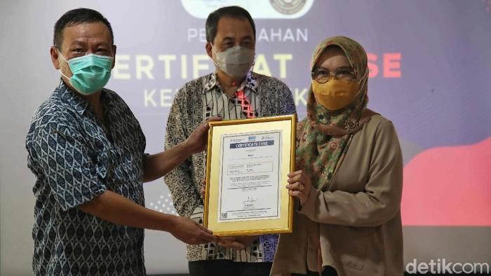 Taman Impian Jaya Ancol meraih sertifikasi CHSE dari Kementerian Pariwisata dan Ekonomi Kreatif RI. Ada empat kategori raihan CHSE yang diterima Ancol.