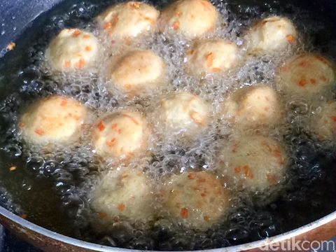 Bola-bola Ayam Goreng