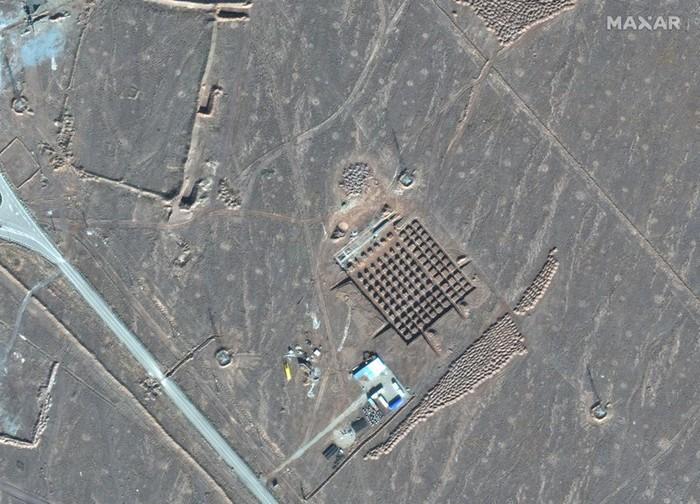 Fasilitas nuklir Iran di Fordo, terpotret oleh satelit pada 11 Desember 2020. (Maxar Technologies via AP)