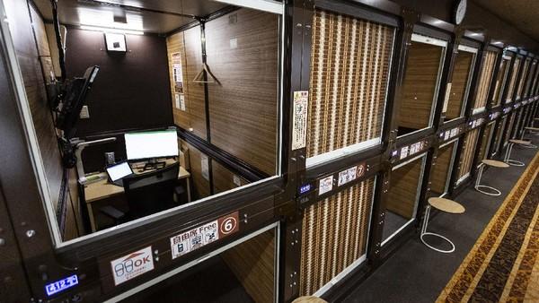 Perubahan dari hotel kapsul menjadi coworking space itu dilakukan pihak hotel agar tetap dapat beroperasi di masa pandemi COVID-19.