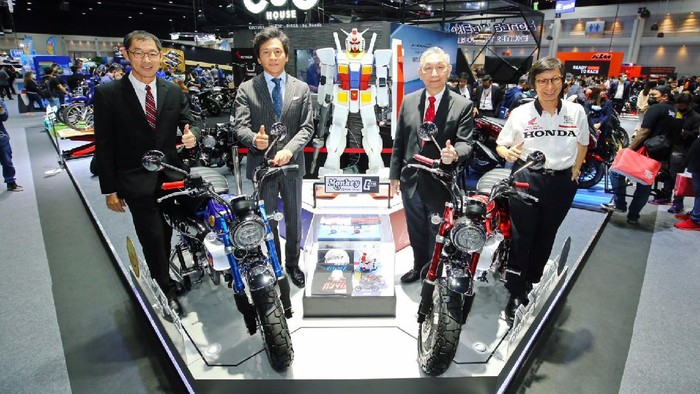 Honda Monkey bergaya Gundam