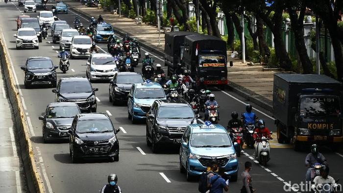 PA 212 akan menggelar Aksi 1812 di Istana Negara, Jakarta. Jelang aksi, lalu lintas di sekitar Patung Kuda masih lancar.