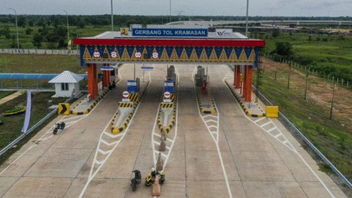 Gerbang Tol Keramasan di kawasan Sumatera Selatan mulai dibuka. Pembukaan gerbang tol itu dilakukan agar dapat dilalui secara fungsional selama libur nataru.