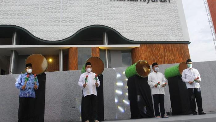 Masjid Mandiri Syariah Cipularang diresmikan. Masjid ini merupakan masjid ke-5 yang dibangun Mandiri Syariah bersama-sama dengan nasabah.