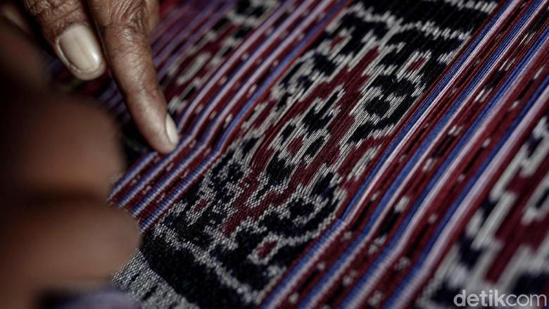 Kain tenun menjadi salah satu ciri khas dari daerah Nusa Tenggara Timur. Suku Umamae Malaka pun memiliki motif tenun yang dinamakan Futus dan Taesmaneh.
