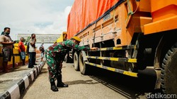 Berbagai upaya dilakukan untuk mencegah penyebaran virus Corona di kawasan perbatasan Motamasin, NTT. Salah satunya dengan melakukan penyemprotan disinfektan.